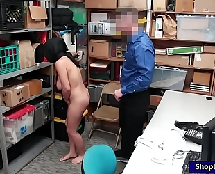 Arab shoplifter takes off clothing and smashed by lp officer