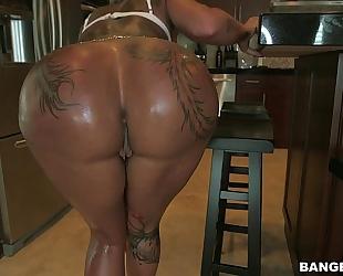 Tattoo ass chick bella bellz