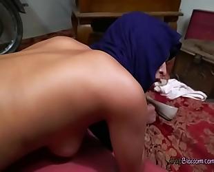Slut wearing jihab sophia leone bows over for shlong