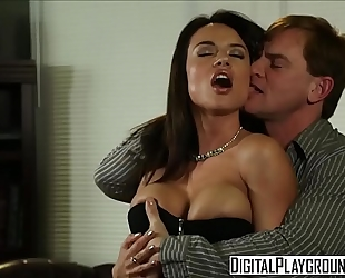 Dirty assistant (franceska jaimes) bonks her boss on his desk - digital playground