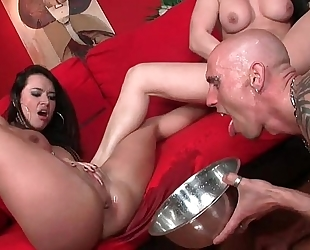 Leche 69 pretty hotties squirting into a bowl