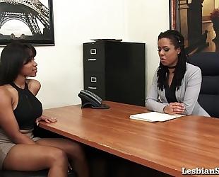Black lesbian babes jenna and kira cum hard with sybian!