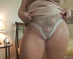 Chubby Married slut clothed up for boytoy