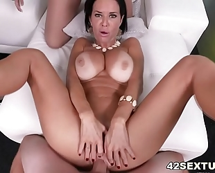 Pov squirting porn with veronica avluv and brooklyn follow