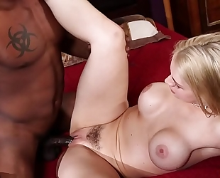 Sarah vandella sucks dark knob