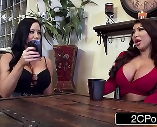 Twin silicone girls sharing fortunate schlong