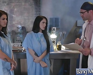 (noelle easton & peta jensen) whore patient come and group sex with excited doctor movie-20