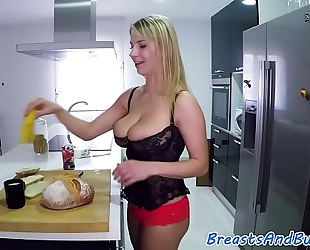 Glam bigtit honey team-fucked in the kitchen