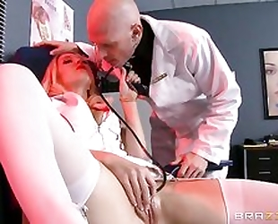 Small tit doxy gets her pussyhole fucked fast and deep