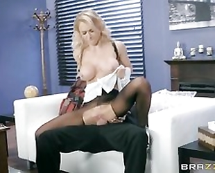 Whorish damsel is getting fucked through the hole in her pantyhose