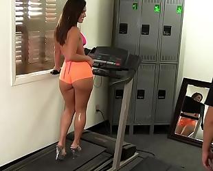 Wankz- gym rat creeps asstastic babe kelsi monroe