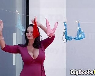 Mom ava addams catchet and screwed to panty bandit