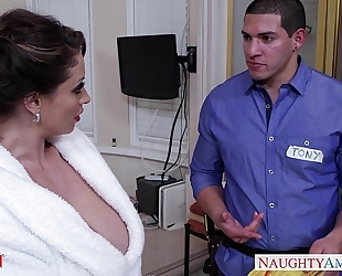 Horny mamma eva notty gives titjob